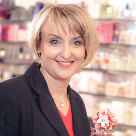 Elena Ahrens, Inhaberin